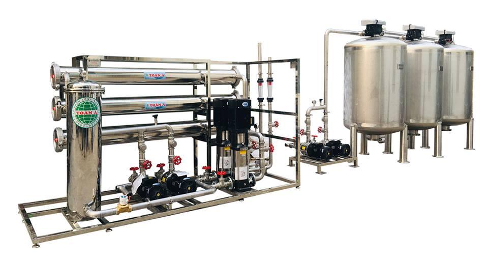 Sau khi trải qua quá trình tiền xử lý, nước sẽ được đưa vào quá trình lọc RO với màng lọc thẩm thấu ngược.