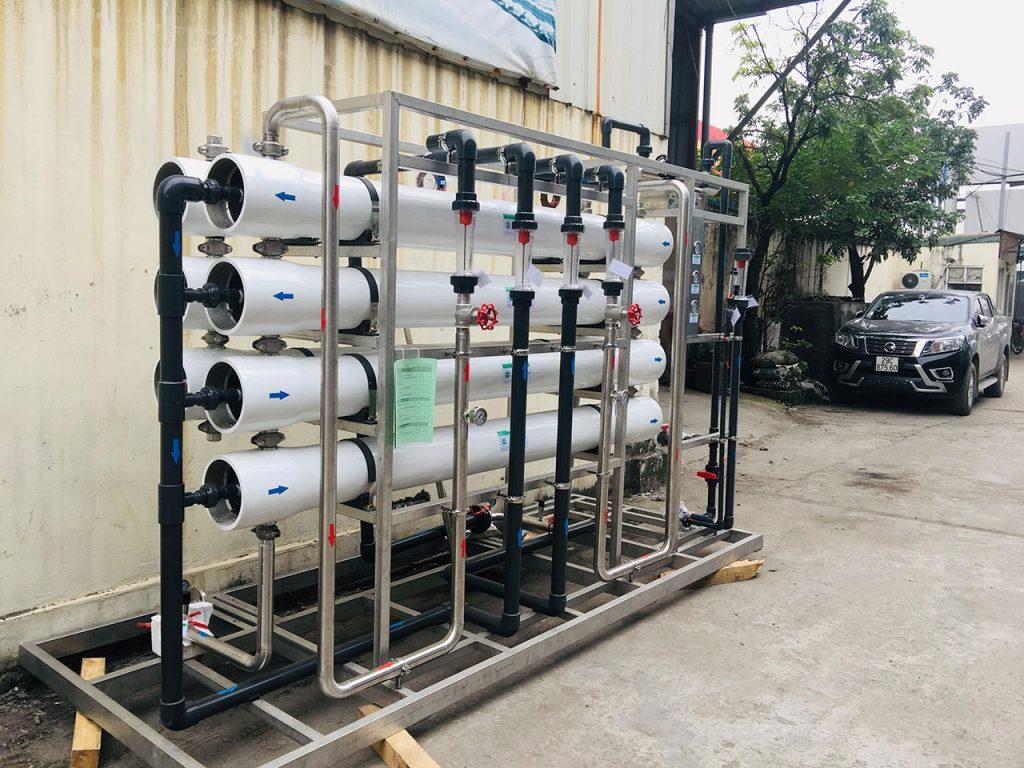 Dây chuyền lọc xử lý nước tinh khiết là một hệ thống xử lý nguồn nước đầu vào tạo ra tiêu chuẩn chất lượng nhất định