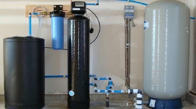 Hệ thống giúp làm mềm nước sẽ nằm ở giữa bộ lọc tiền xử lý và màng lọc công nghệ