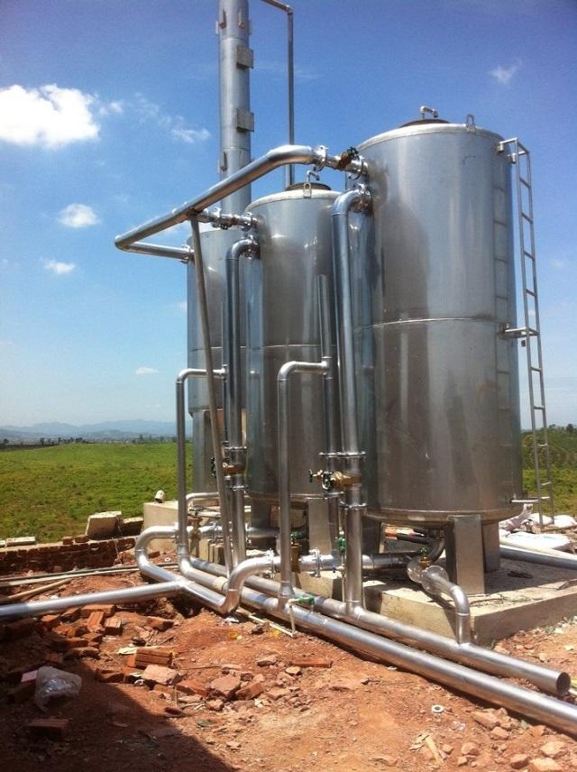 Sau khi khử mùi xong, nước giếng khoan sẽ được lọc với vật liệu filox.